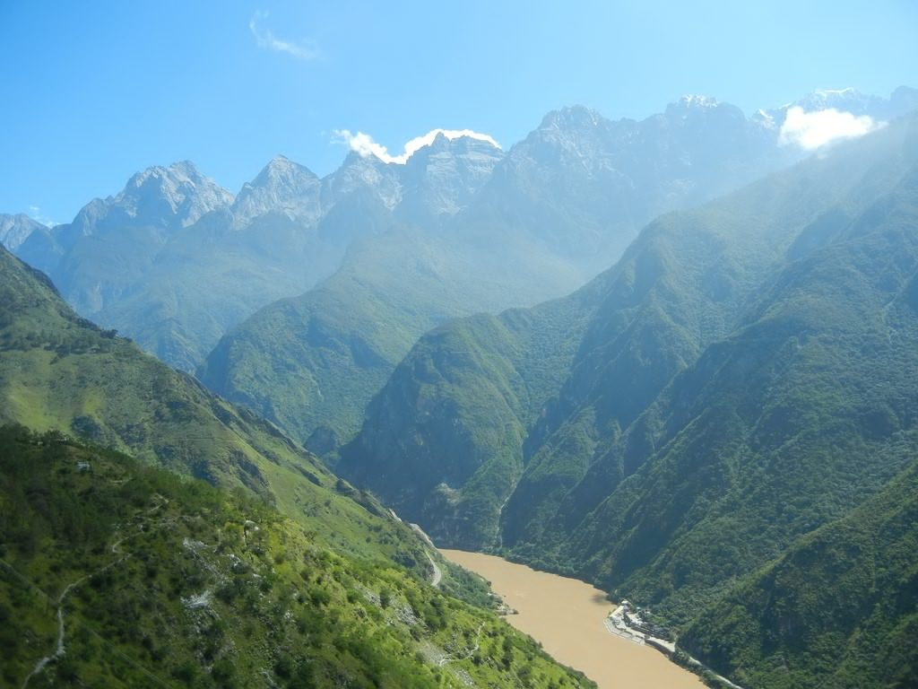 View_of_the_gorge,_the_Yangtze_River,_and_Jade_Dragon_snow_Mountain